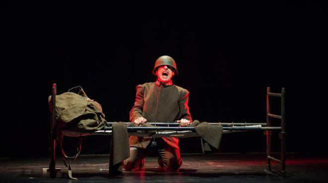soldato mulo va alla guerra