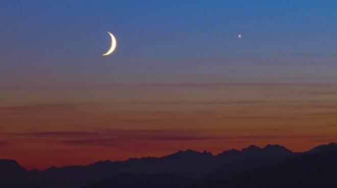 Alba Serata Astronomica Con La Luna E Il Tramonto Atnewsit