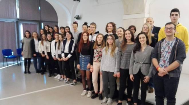 d78b5f3d4d All'Istituto Monti di Asti premiati con le borse di studio gli studenti più  meritevoli - ATNews.it