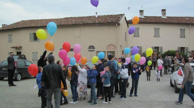 Lancio palloncini Vinchio pasqua 2019