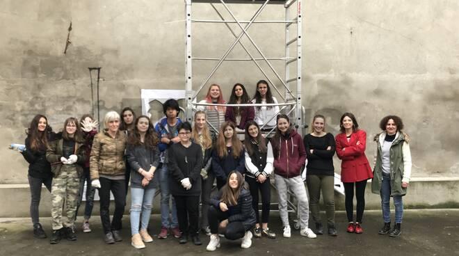 Concluso il murales della Biblioteca civica di Nizza: venerdì 31 l'inaugurazione