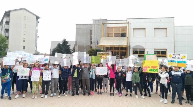 Manifestazione Friday for future Asti settembre 2019  Anna frank