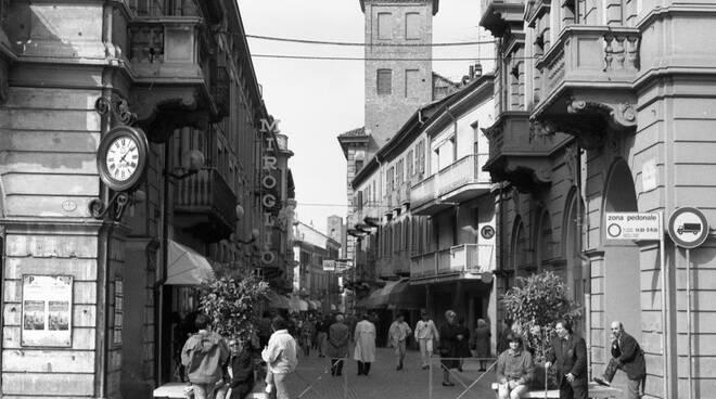 Alba, una passeggiata in via Maestra e dintorni nel secolo scorso - ATNews