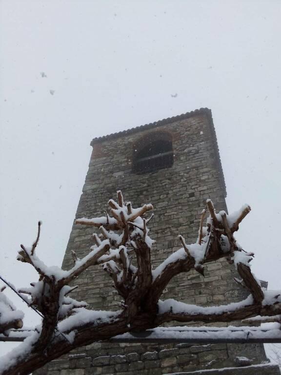 torre schierano con la neve