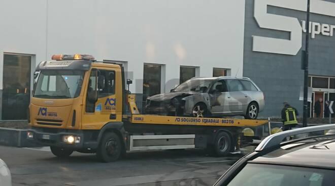 auto parcheggio fuoco