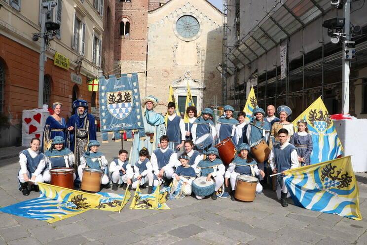 Le maschere Astigiane e gli sbandieratori di Castell'Alfero al Carnevale di Albenga