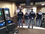 polizia denuncia truffatori slot machine