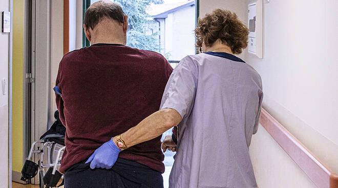 Coronavirus, Teleassistenza infermieristica gratuita alle persone con Parkinson