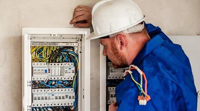 elettricista, Image by Michal Jarmoluk from Pixabay