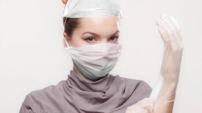 mascherine, guanti, medici foto by https://pixabay.com/