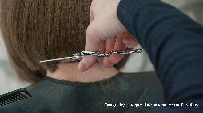 Abusivi a domicilio per capelli e trattamenti estetici