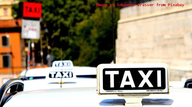 Coronavirus: taxi e autonoleggio per consegne a domicilio