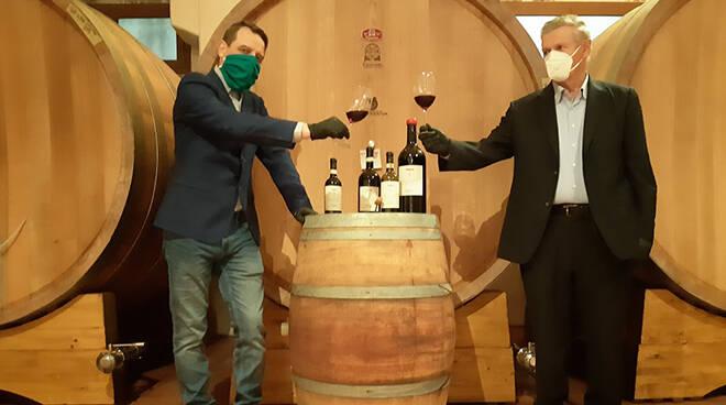 Produttori in Clavesana, aperta simbolicamente la prima bottiglia di Dogliani 2019