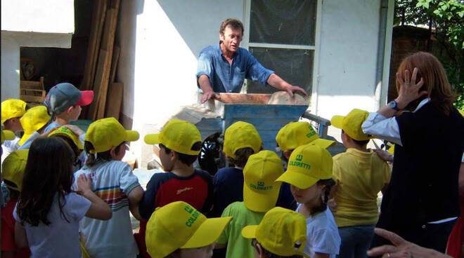 Scuola: dare il via libera alle lezioni all'aria aperta nelle fattorie didattiche
