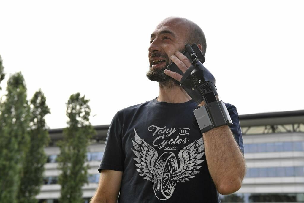 fabio meneghel protesi