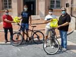 Ricevuti dal sindaco di Loano i due ragazzi arrivati in bici da Montechiaro
