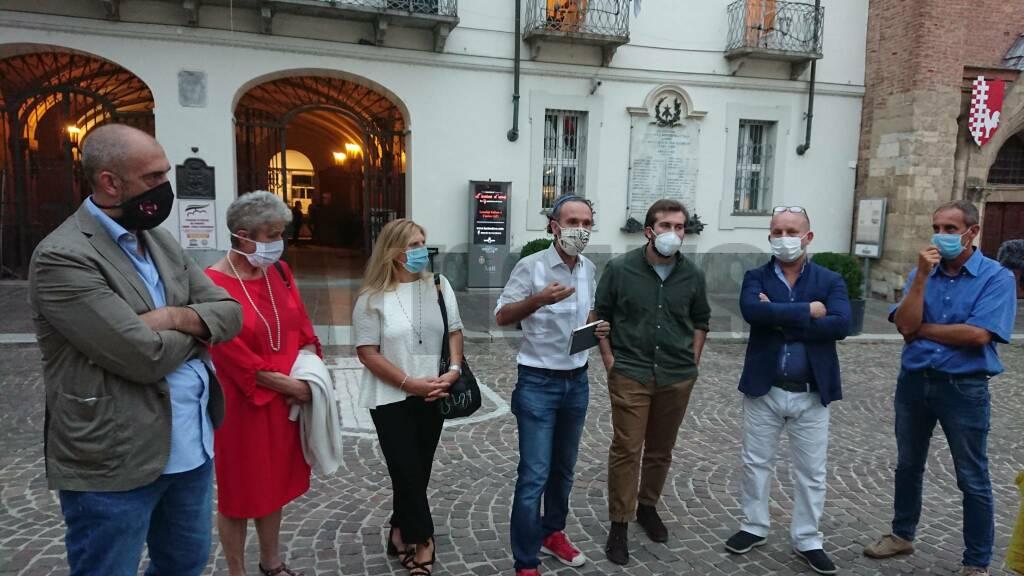 Asti, la protesta della minoranza in Piazza San Secondo