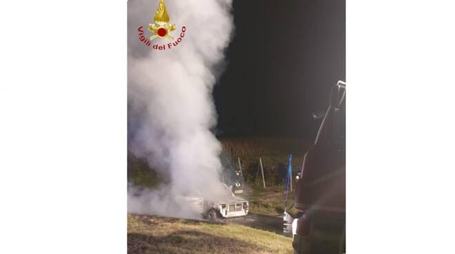 incendio auto castagnole monferrato