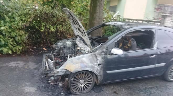 auto incendiate asti 14102020