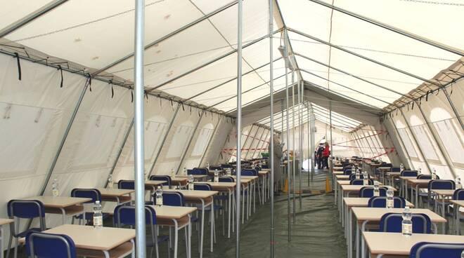 """""""E' come in campeggio!"""" Al via a Villafranca la mensa scolastica sotto la tenda"""