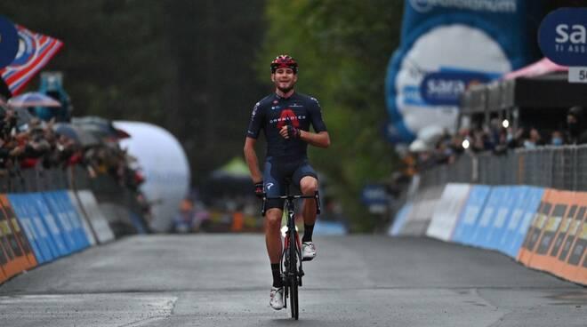 filippo ganna vince 5a tappa giro d'italia 2020