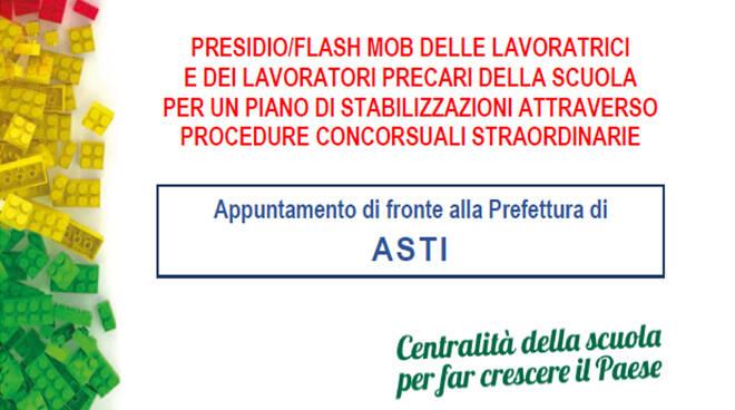 Presidio dei precari della scuola davanti alla Prefettura di Asti