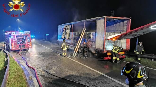 Incendio camion tangenziale Asti