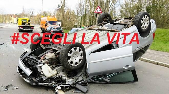 incidente stradale scegli la vita Foto di Gerhard G. da Pixabay
