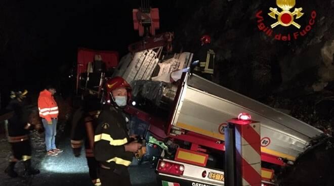 camion lastre vigili fuoco canelli