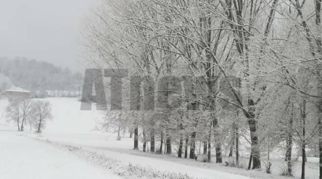Neve nell'Astigiano 28122020 da statale da tonco a castell'alfero