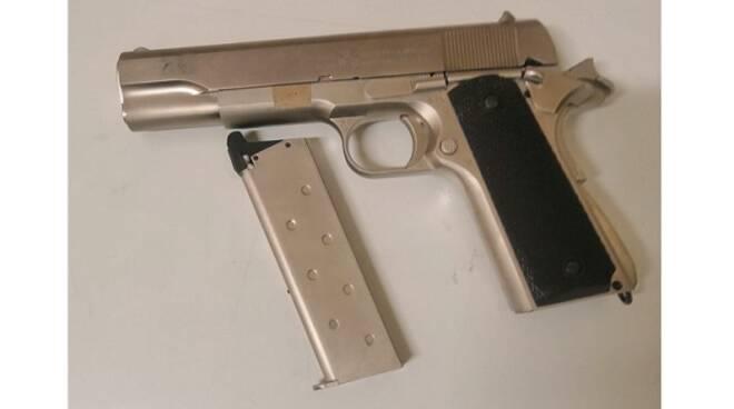 pistola polizia stato