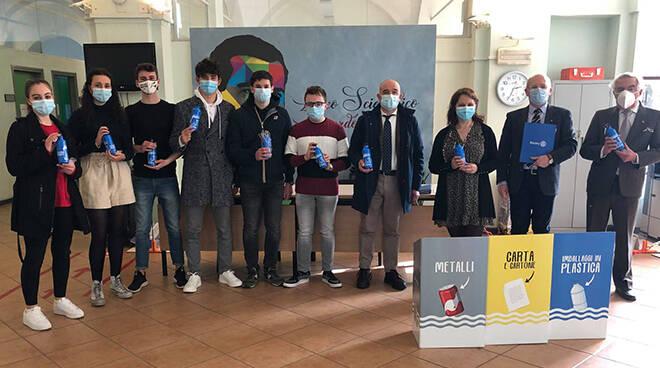 Dal Rotary Club Alba 5000 borracce riutilizzabili agli studenti delle superiori
