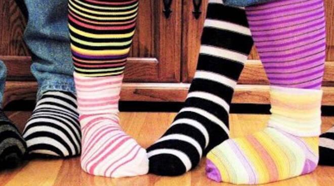 I nidi d'infanzia astigiani celebrano la Giornata dei calzini spaiati
