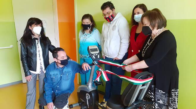 Asti, donata una speciale cyclette ortopedica al Centro diurno Santo Spirito