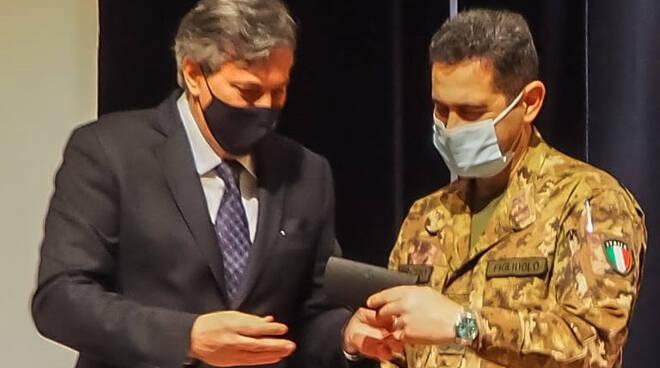 Covid Piemonte, L'Assessore Icardi dona una copia della penna di Pavese al Generale Figliuolo