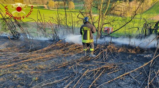 incendio sterpaglie castell'alfero