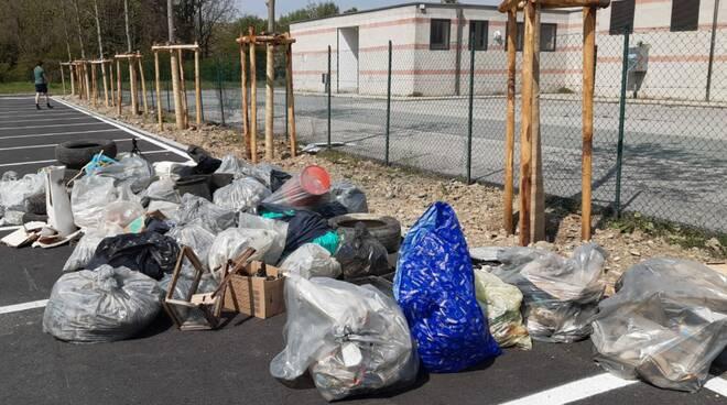 Nizza rifiuti raccolti dai volontari