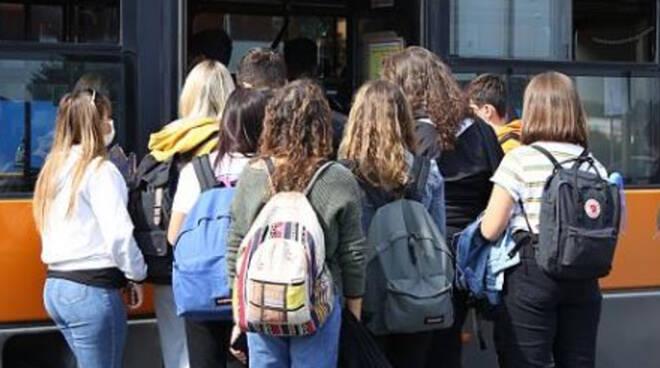 Piemonte, Scuole riaperte: il problema dei trasporti non è risolto