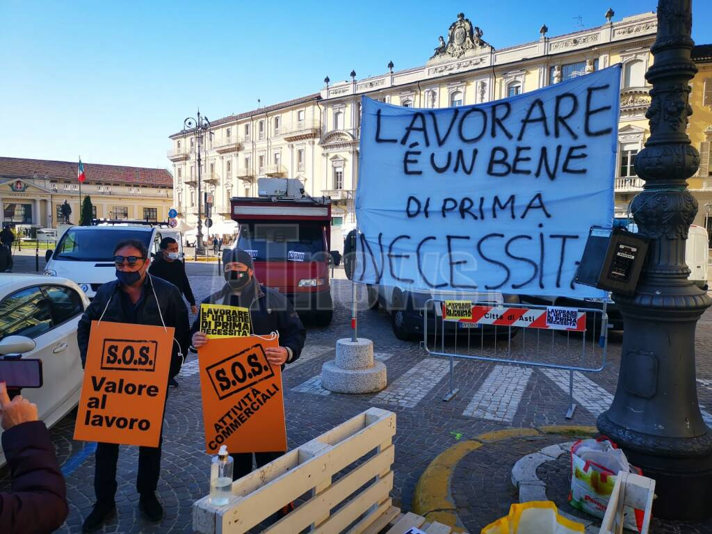 protesta ambulanti e commercianti Asti
