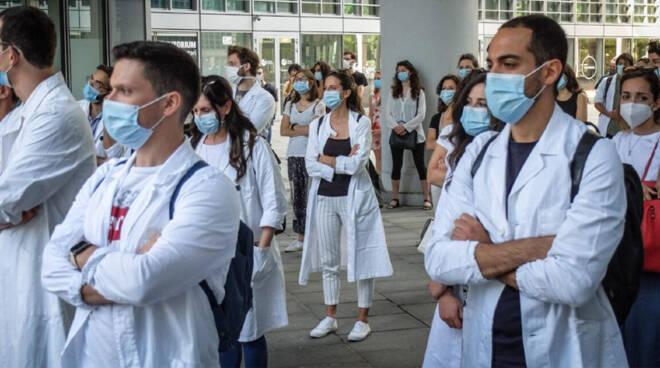 Specializzandi, in Piemonte già 400 volontari per il vaccino ma resta il nodo contratti