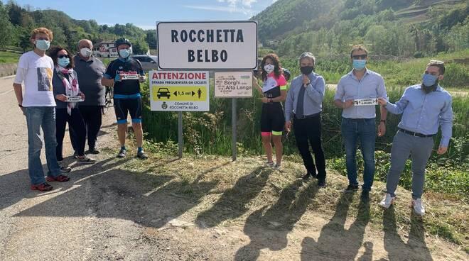 Rocchetta Belbo i segnali stradali salva ciclisti