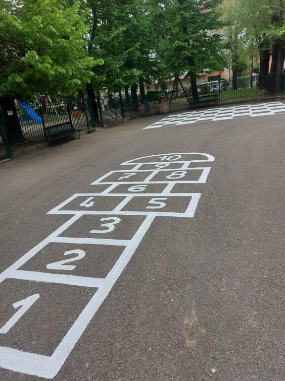 giochi piazza e via davanti scuola rossignoli nizza