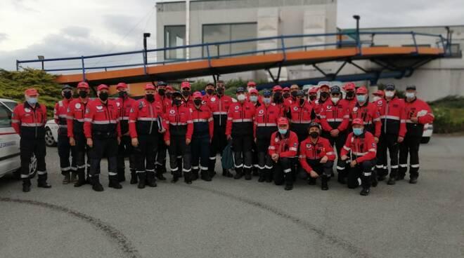 volontari associazione nazionale carabinieri giro d'italia