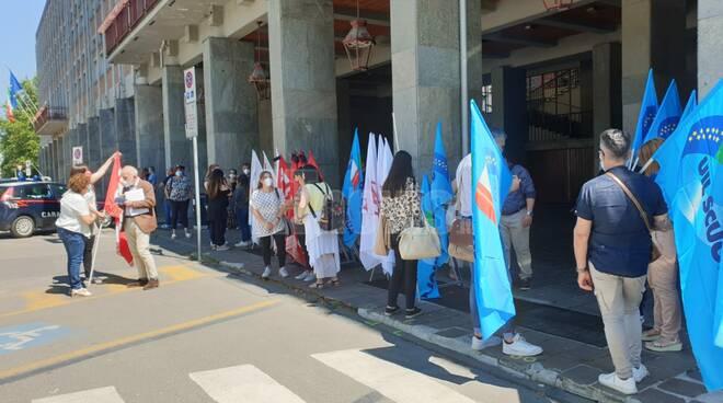 Presidio sindacati Scuola ad Asti