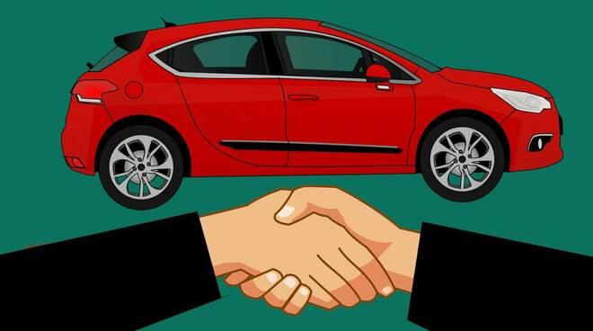 vendita auto auto usate Foto di mohamed Hassan da Pixabay