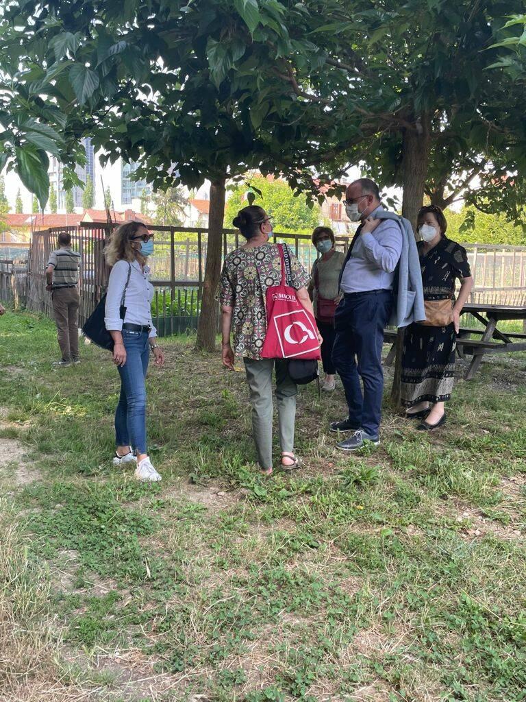 visita sindaco e assessore orti sociali borbore