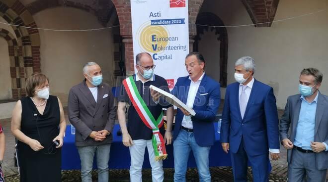 Consegna certificato candidatura Asti città europea volontariato