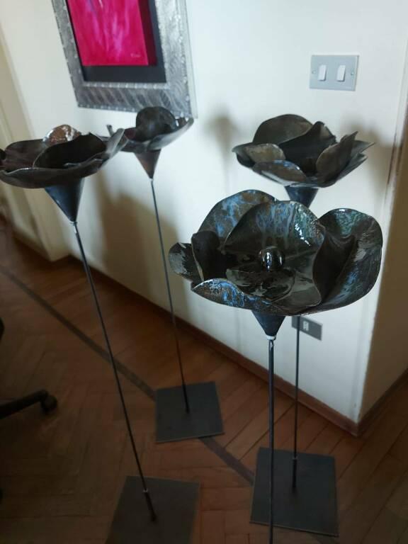 sculture fiori donate a giardino dei giusti