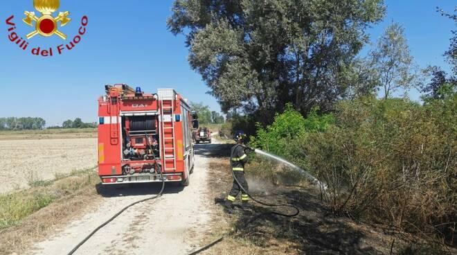 Incendio sterpaglie località Boana