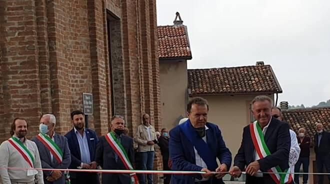 Villamiroglio, il presidente della Provincia Baldi inaugura il restyling di piazza Don Balzola
